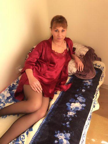 Cazibeli sarışın kadın Aypare